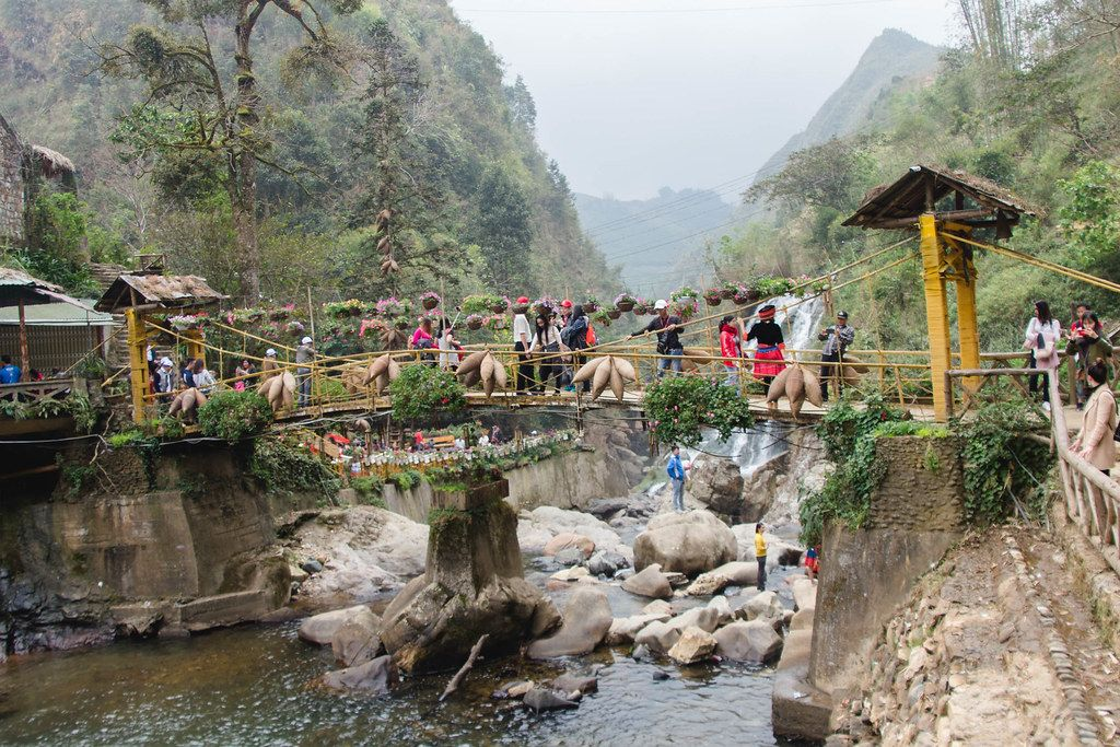 Waterfall Bridge Sapa Vietnam .CR2 (Flip 2019)