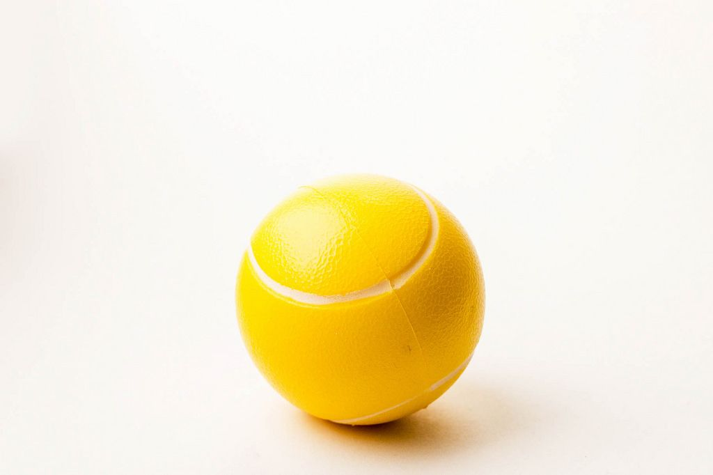 Weicher, gelber Spielball