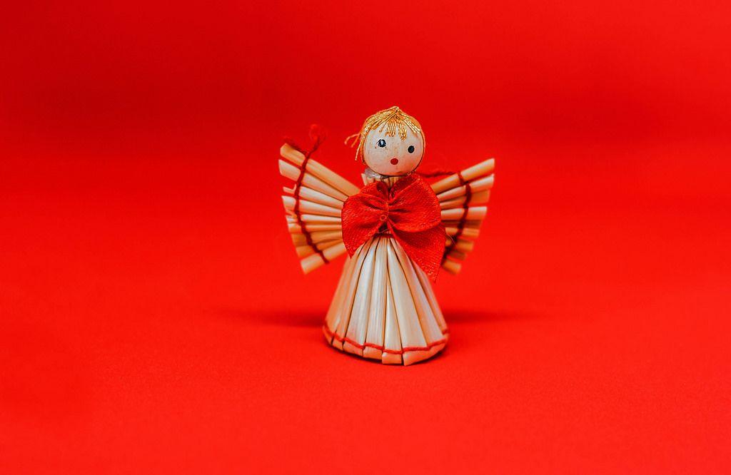 Weihnachtsbaumschmuck: Engel aus Strohhalmen