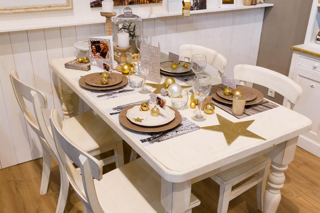 Weihnachtsdekoration am Tisch