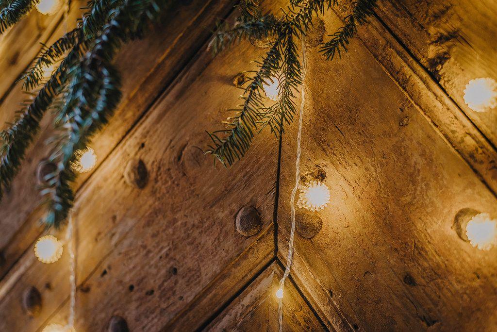 Weihnachtsdekorationen mit Lichterkette