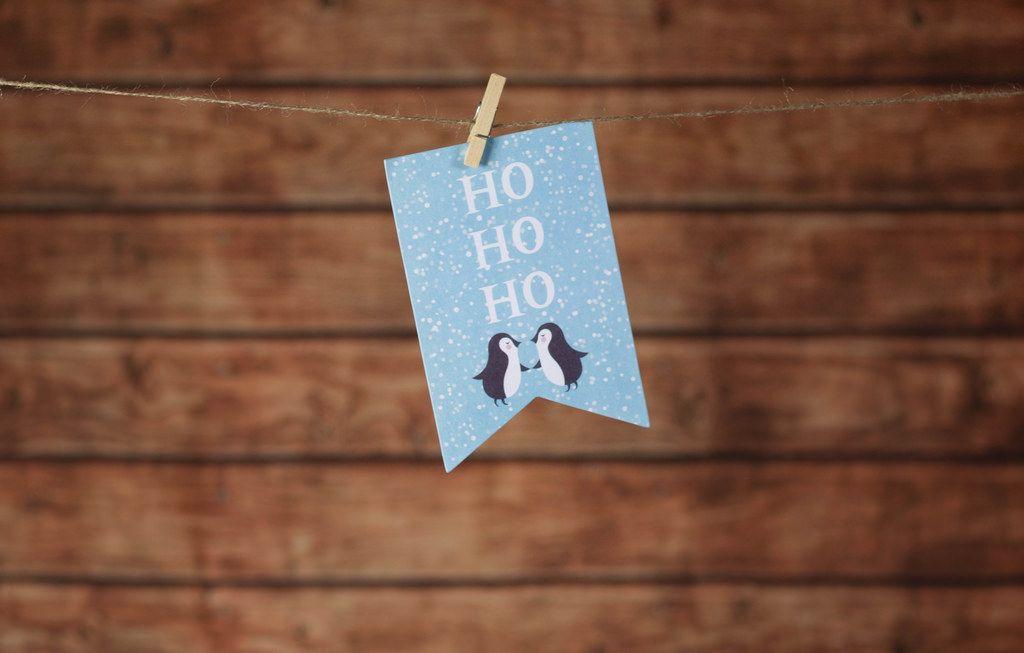 Weihnachtskarte mit Holz im Hintergrund