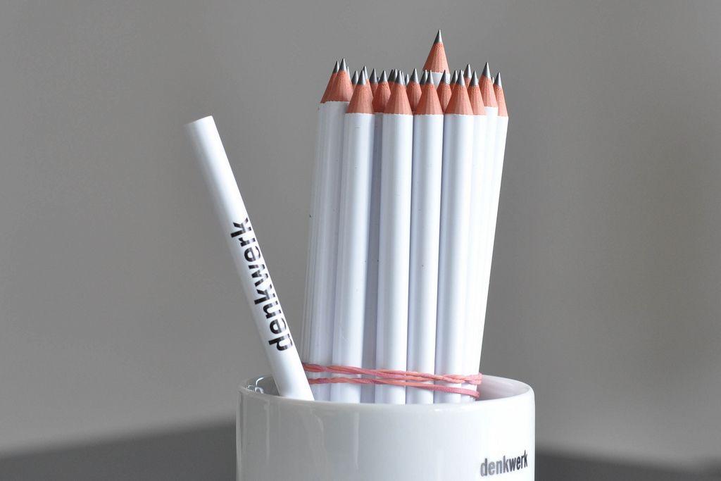 Weiße Stifte von denkwerk