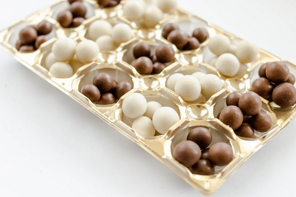White and milk chocolate balls