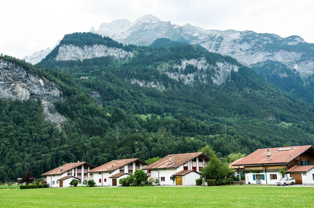 White houses in the Meiringen valley, Switzerland (Flip 2019)