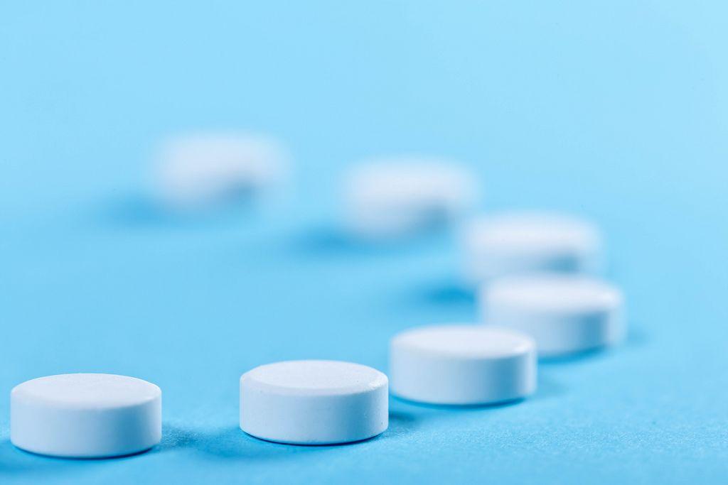 White round pills on blue background (Flip 2019)