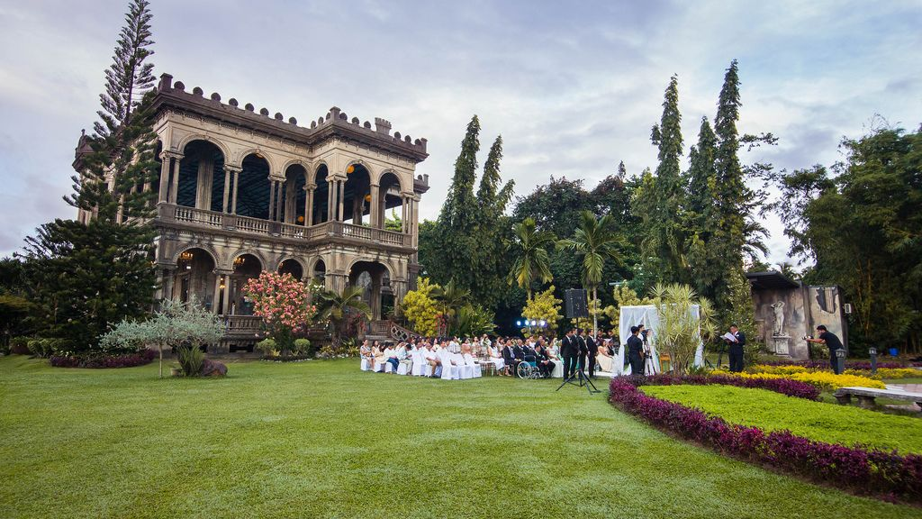 Wide shot of a garden wedding at The Ruins Mansion