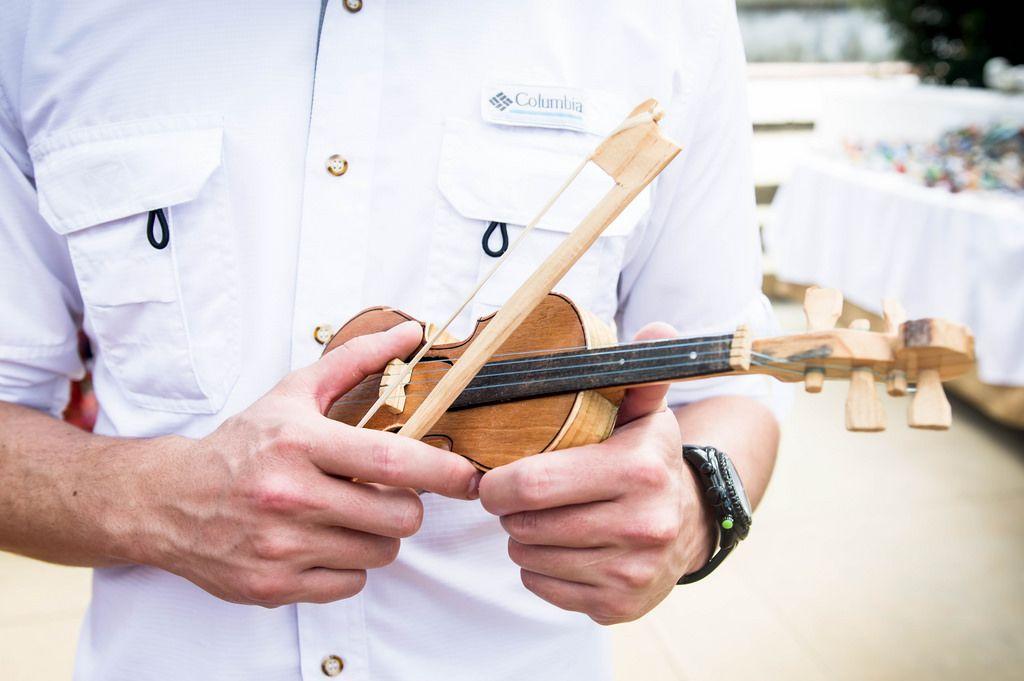 Winzige Spielzeug-Violine