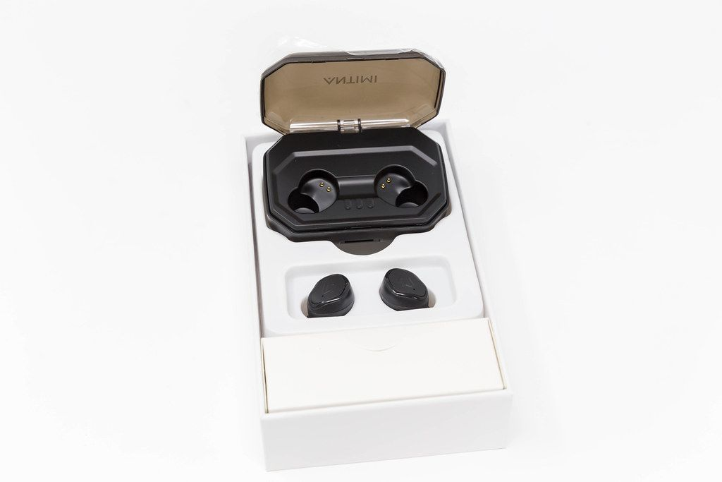 Wireless Bluetooth-Earphones S8 Plus by Antimi, with black charging station, for sports activities