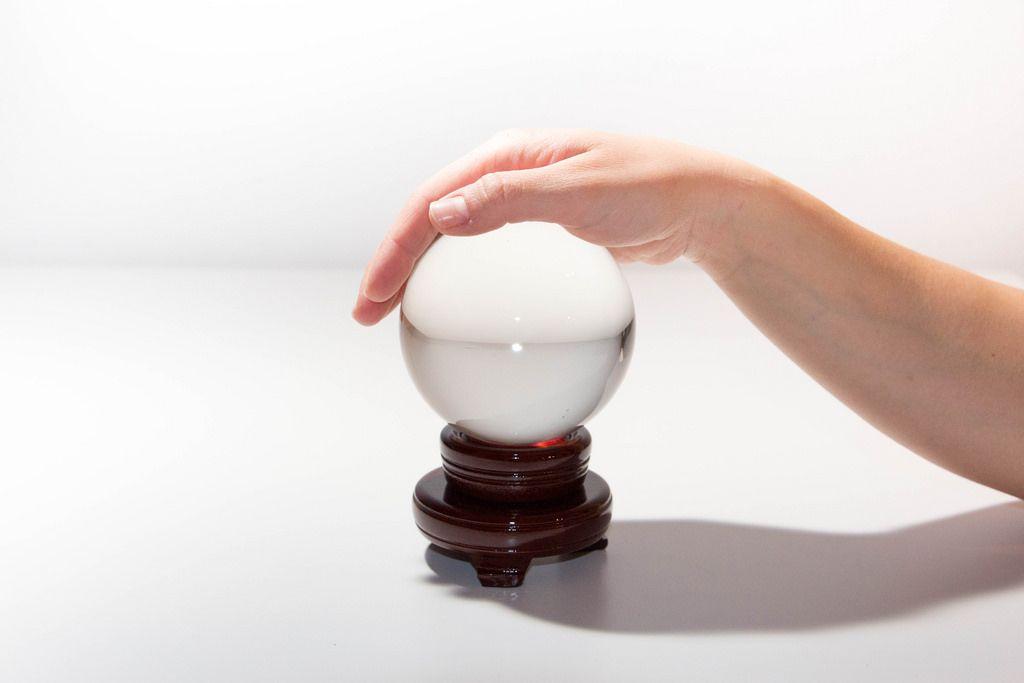 Wirf einen Blick in die Glaskugel