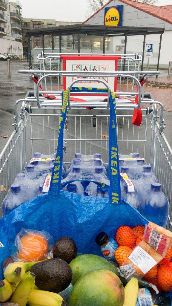 Wocheneinkauf mit Obst und Gemüse bei LIDL