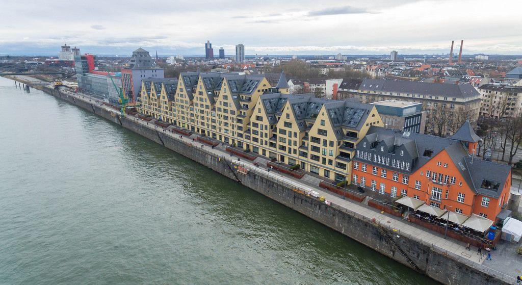 Wohnungen, Gastronomie und Büros im Rheinauhafen Köln
