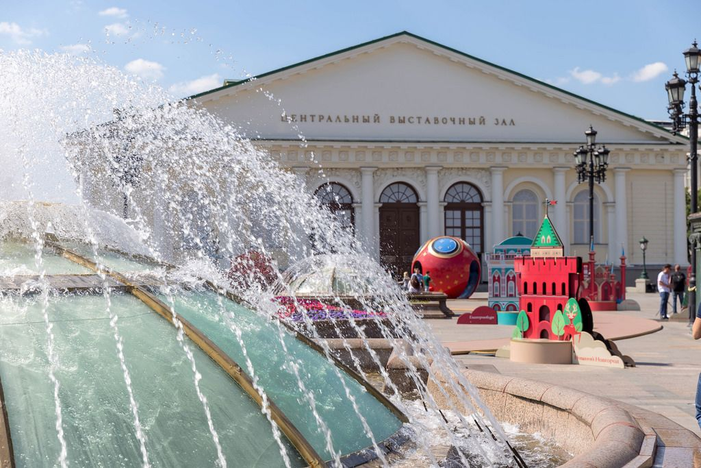 World Clock Fountain und Manege im Hintergrund, Moskau