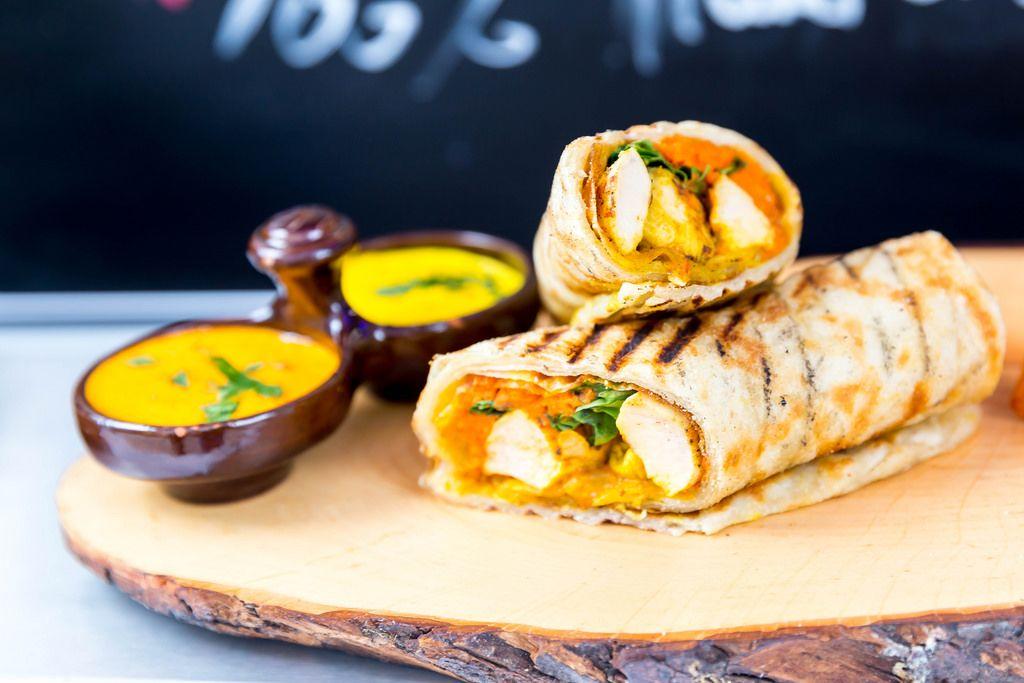 Wrap Pulet: Hähnchenbrustfilet mit Möhrenpuree und Safran-Sauce