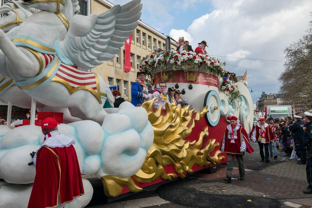 Wunderschöner Wagen vom Präsidenten des Festkomitee Kölner Karneval, Christoph Kuckelkorn