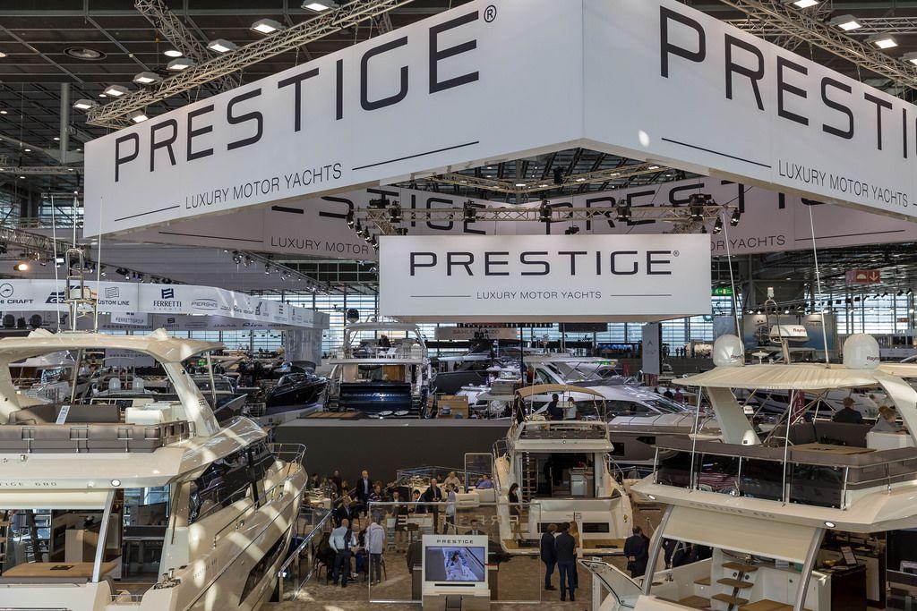 Yachten am Messestand von Prestige - Boot Düsseldorf 2018
