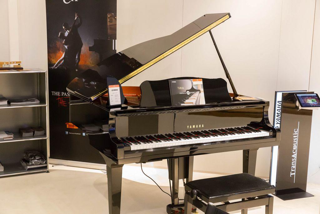 Yamaha Klavier #2