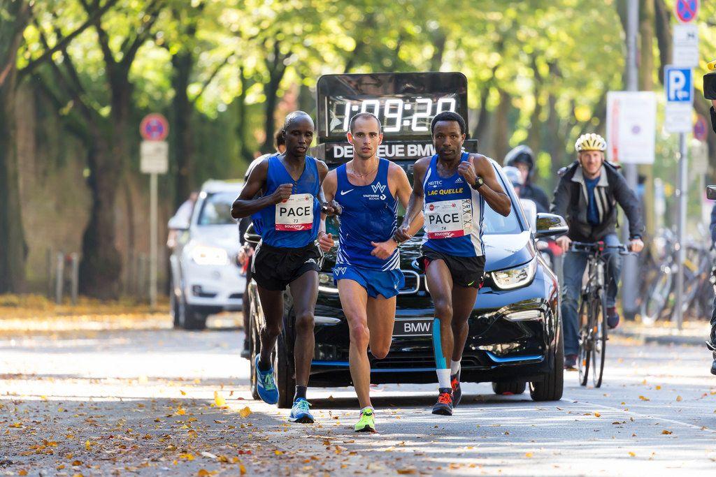 Yasa Kaan, Pfeiffer Hendrik und Seboka Mitku geben Gas - Köln Marathon 2017