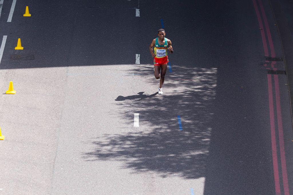 Yemane Tsegay (Marathon Finale) bei den IAAF Leichtathletik-Weltmeisterschaften 2017 in London