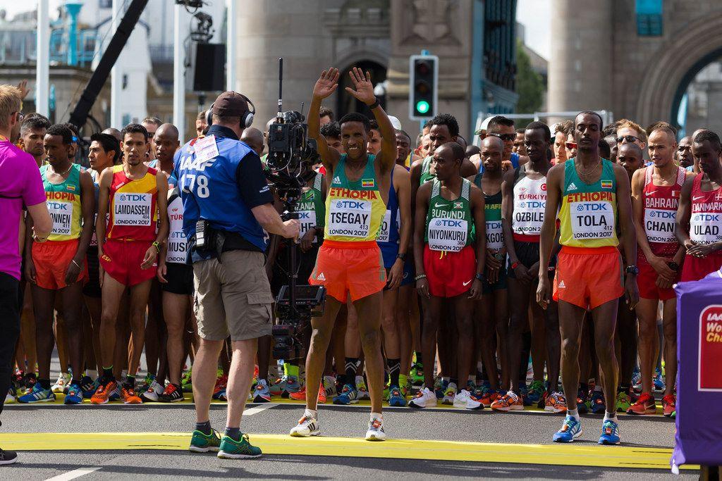 Yemane Tsegay, Tamirat Tola und weitere Läufer (Marathon Finale) bei den  IAAF Leichtathletik-Weltmeisterschaften 2017 in London
