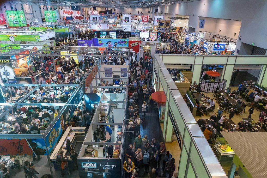 Zahlreiche Besucher am ersten Tag der Internationalen Spieltage SPIEL 19: Publikumsmesse für alle Brettspiel-Liebhaber