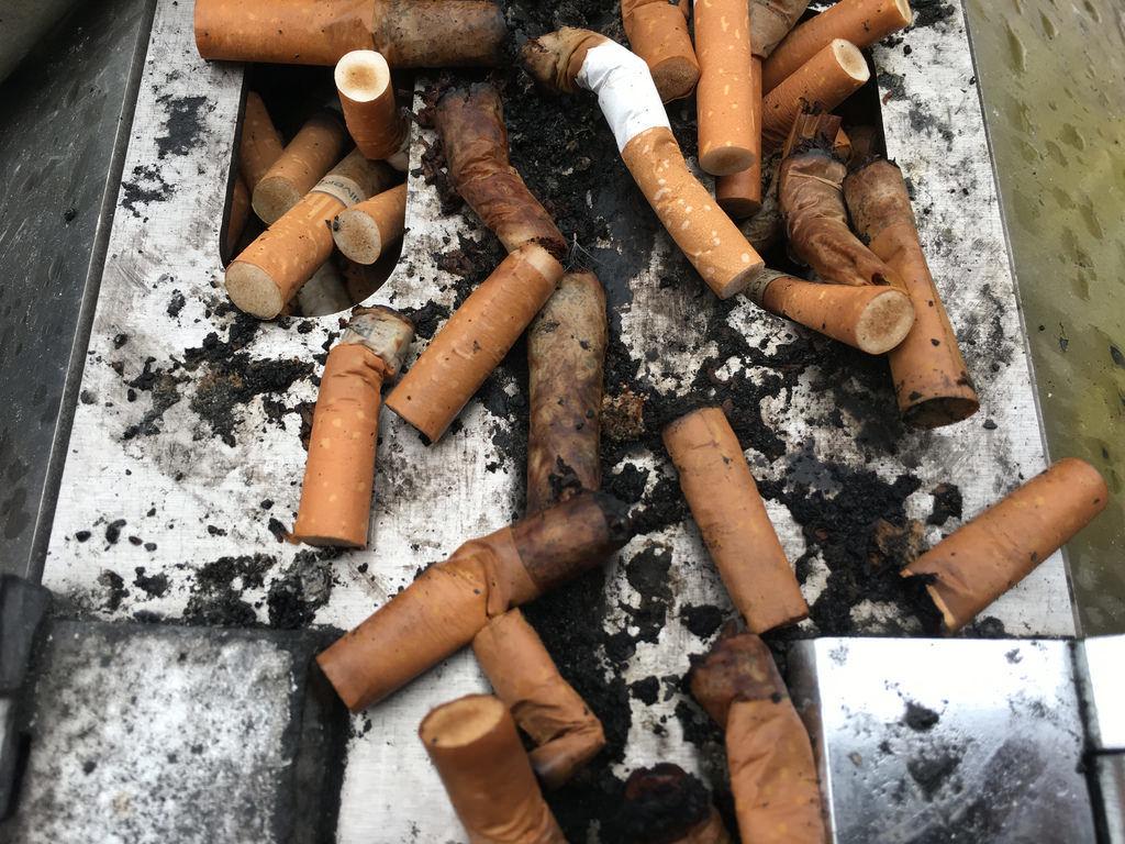 Zigarettenstummel (Volksmund: Kippe)