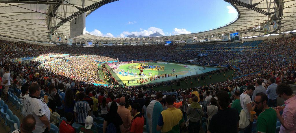 Zuschauer im Maracanã-Stadion scheuen sich die Performance vor dem Finale an - Fußball-WM 2014, Brasilien