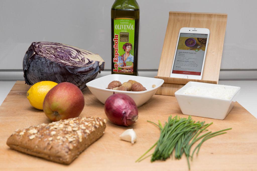 Zutaten für Apfel-Rotkohl-Suppe mit Maronen