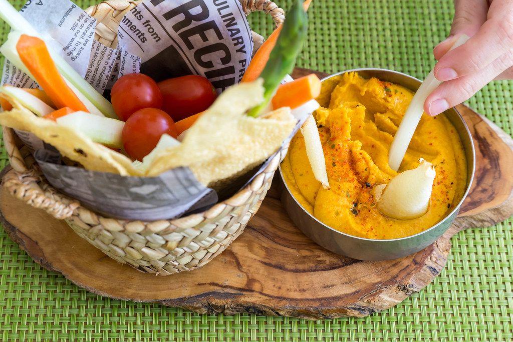 Abbaco, Pollença: baked carrot hummus, veggie crudité, yucca chips, carasatu bread and pappadum