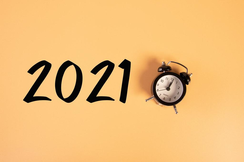 Alarm clock with 2021 text on orange background