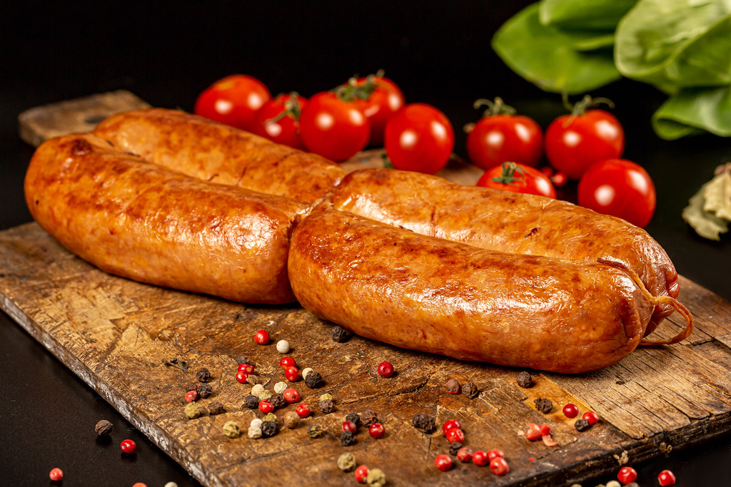 Baked chicken sausages with colorful peppercorns and tomatoes