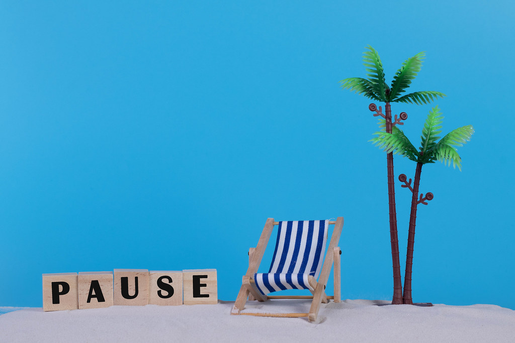 Beach chair and wooden blocks with Pause text