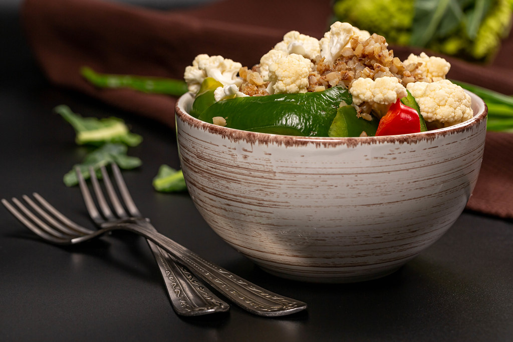 Buckwheat porridge with pieces of bell pepper and cauliflower