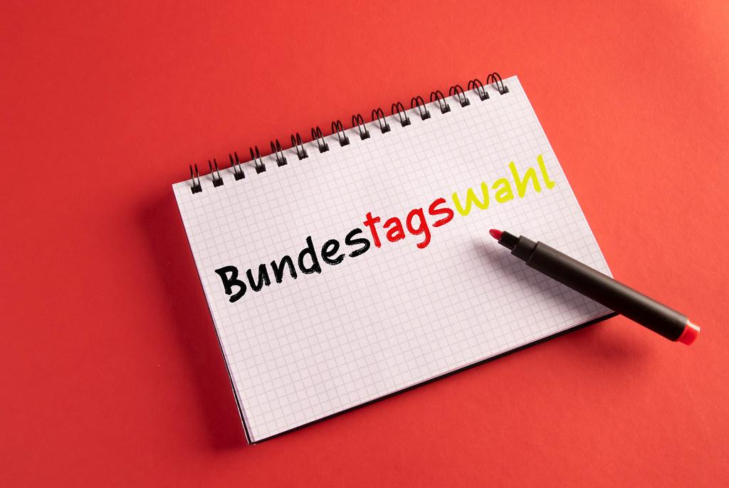 Bundestagswahl in Notizbuch geschrieben