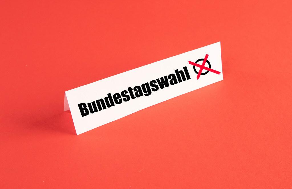 Bundestagswahl text on red background