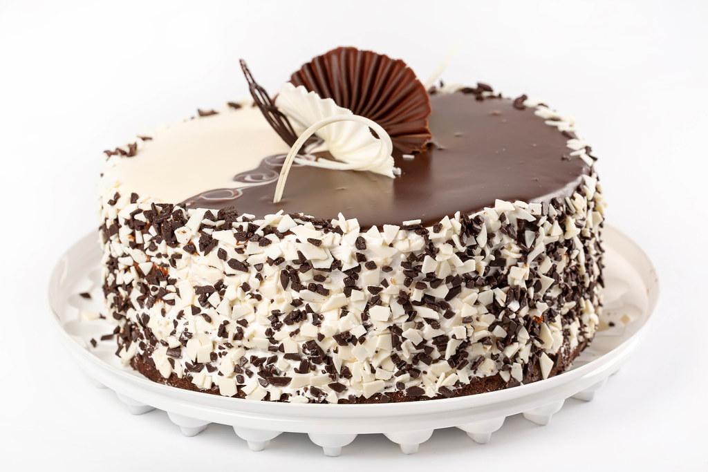 Cake with white and dark chocolate