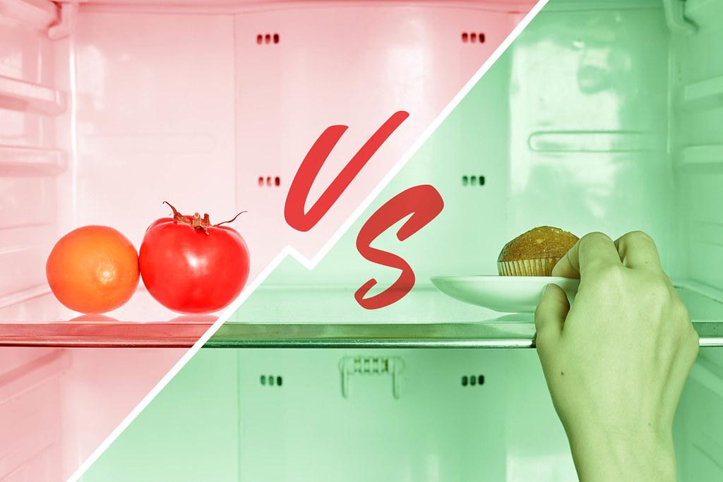 Choosing between Healthy organic food Vs. Delicious sweet cake