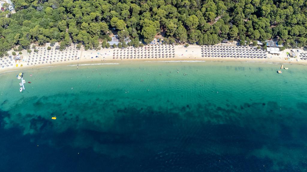 "Chrysi Ammos (""goldener Sand"") Strand bei Koukounaries. Luftaufnahme des beliebtes Strand"