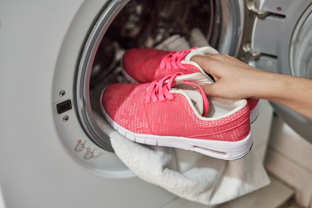 Clean trainers in a washing machine