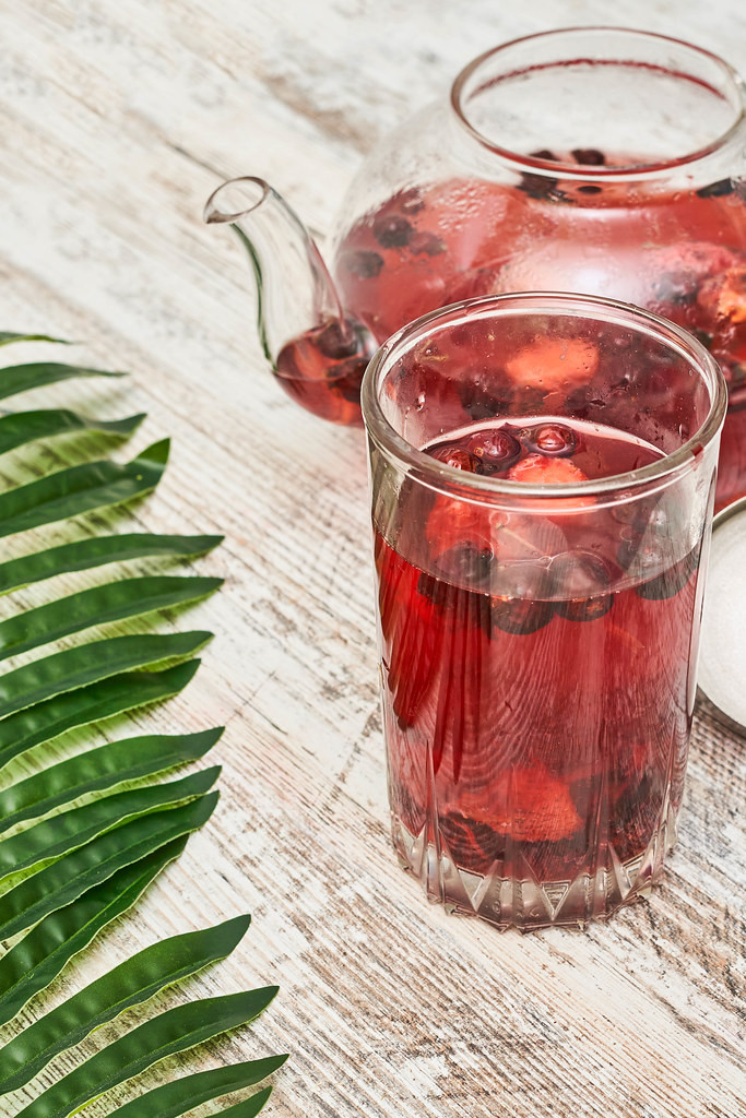 Cold fruit-based ice tea for hot summer days