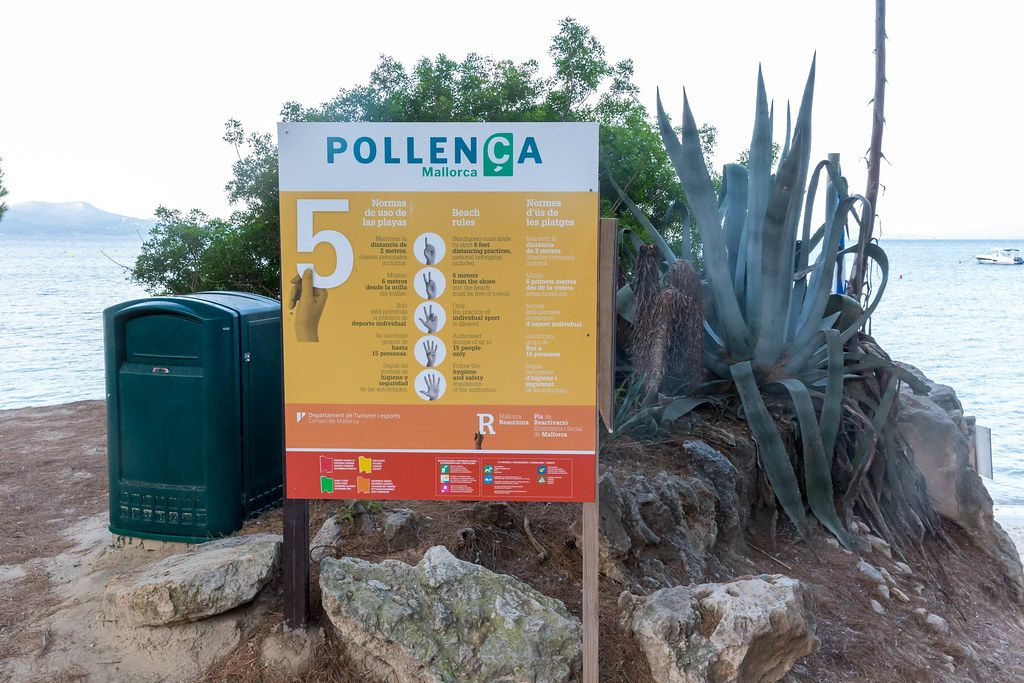Covid19: social distancing rules for beaches in Spanish, English and Catalan at Pollença, Mallorca