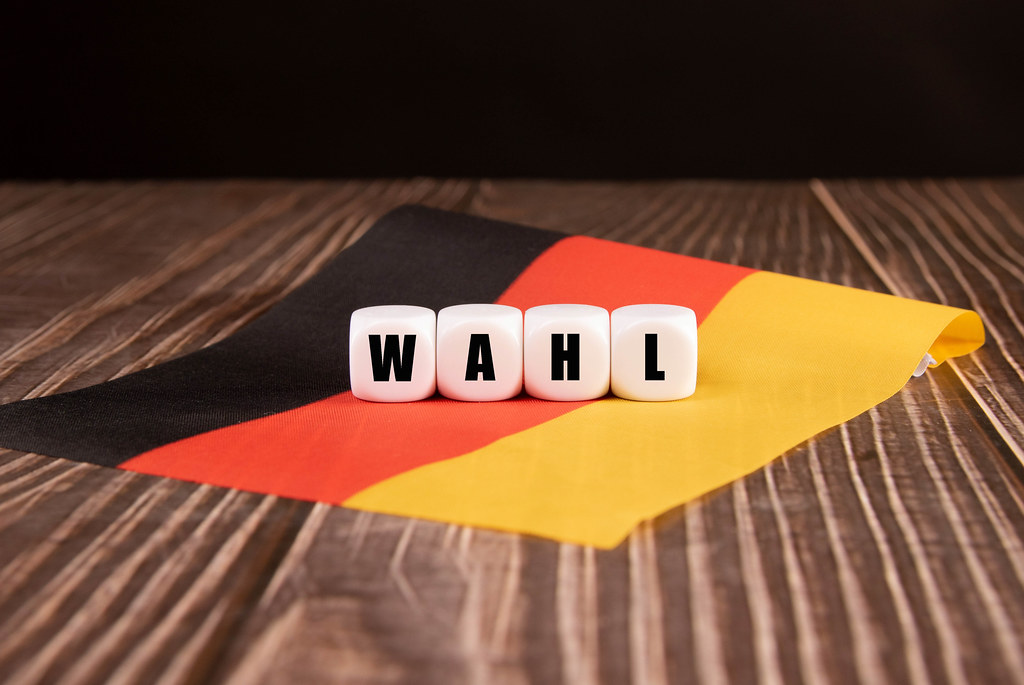 Cubes with Wahl text on German flag
