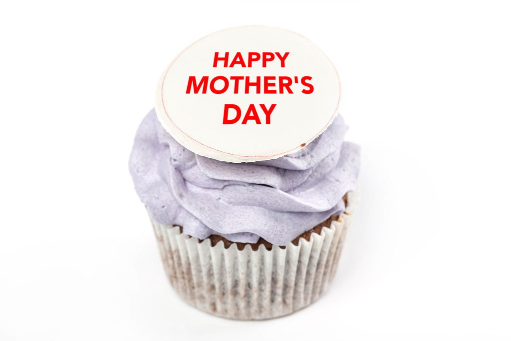 Cupcake with purple cream and happy mother's day inscription