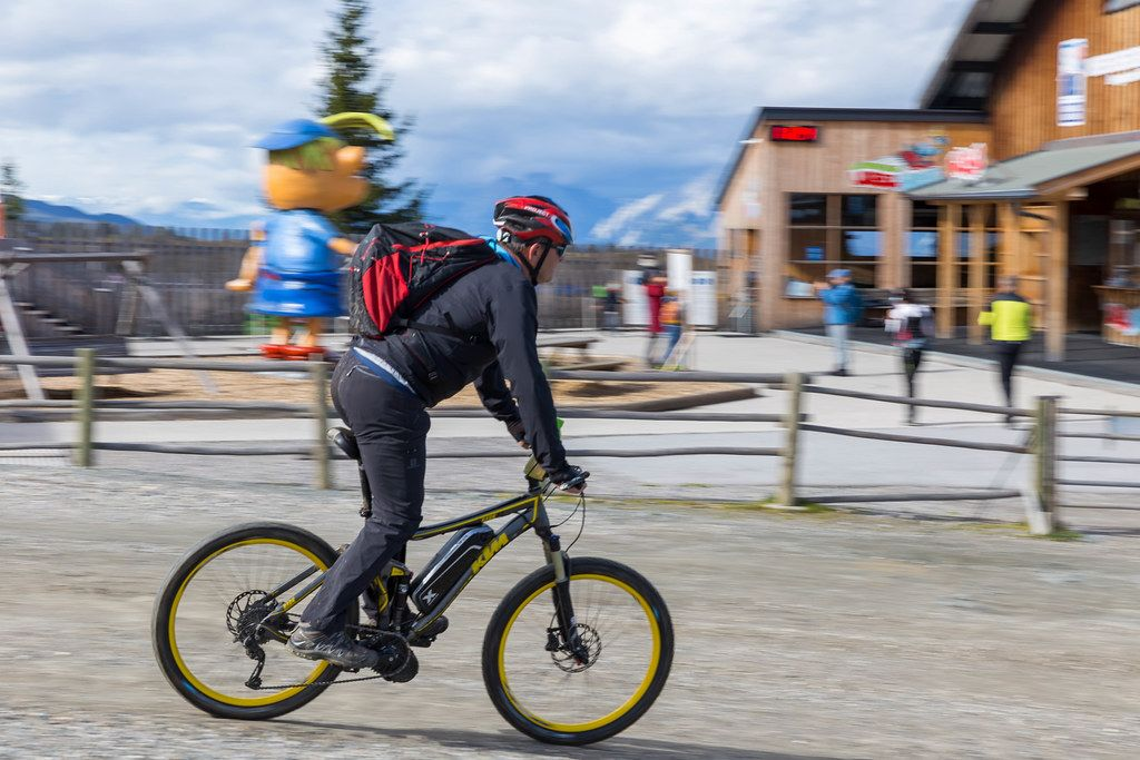 Cyclist on a KTM Bark 40 bicycle in e-bike version at the Wiedersbergerhornbahn top station in Alpbach