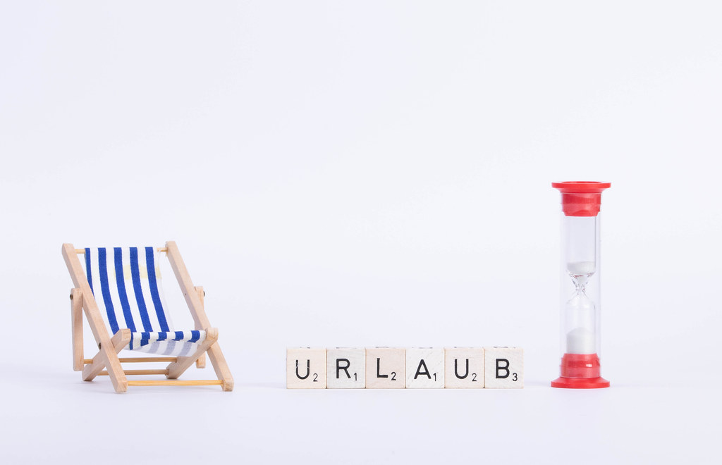 Deck chair with Urlaub text on white background