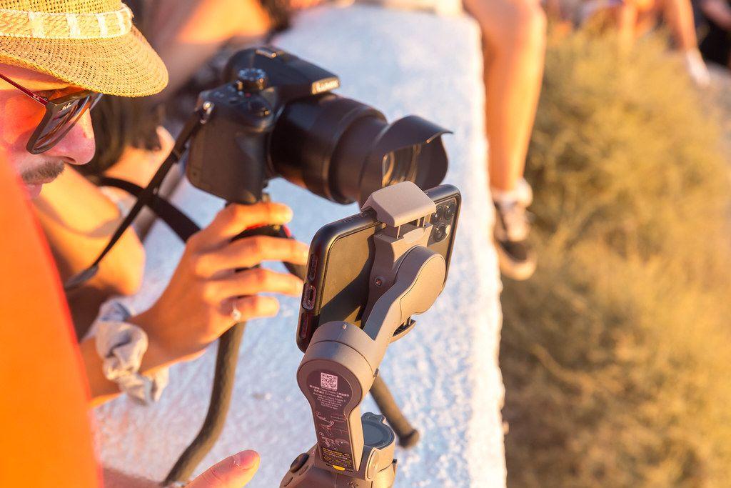 Den Sonnenuntergang auf Santorin fotografieren: mit Smartphone oder Spiegelreflex