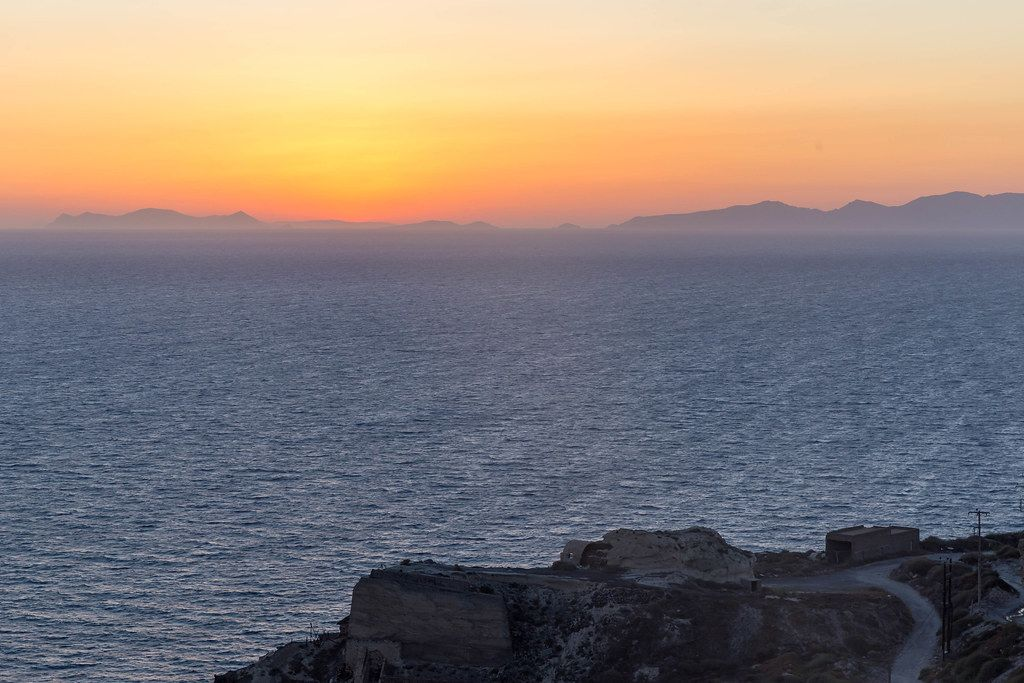 Der berühmte Sonnenuntergang in der Ägäis bei Santorin, Griechenland