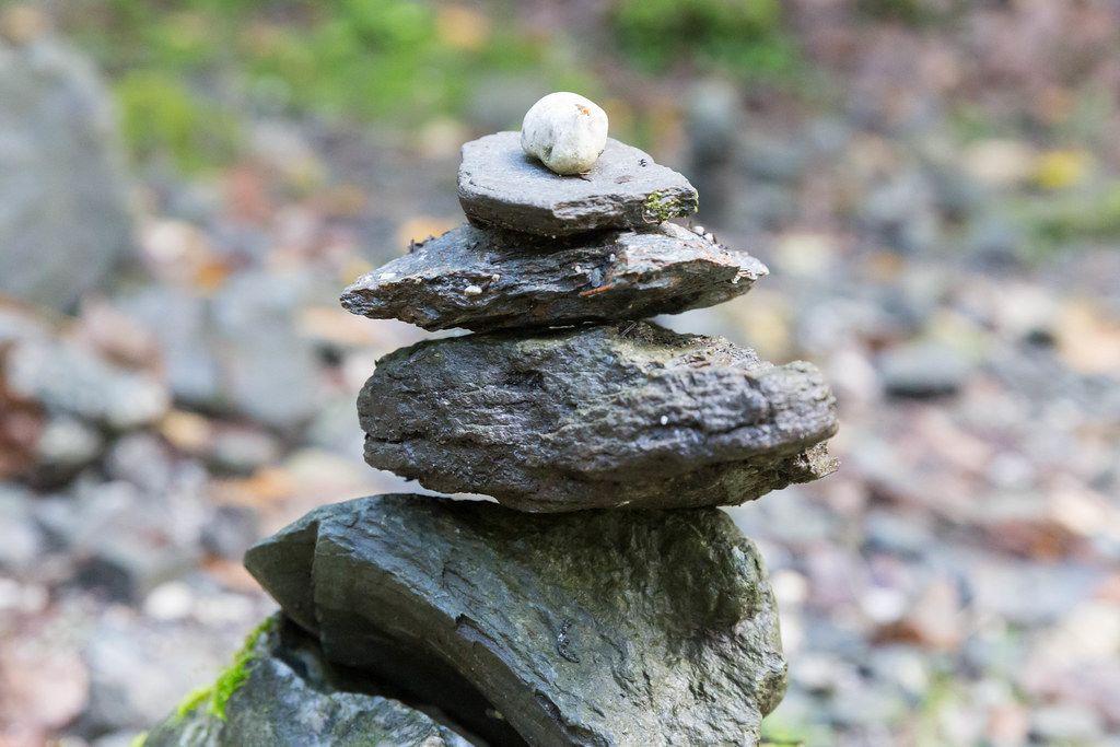 Die Alpbacher Stoanmandln vom kreativen Geist der Alpbacher Hauptschule symbolisieren Teamgeist