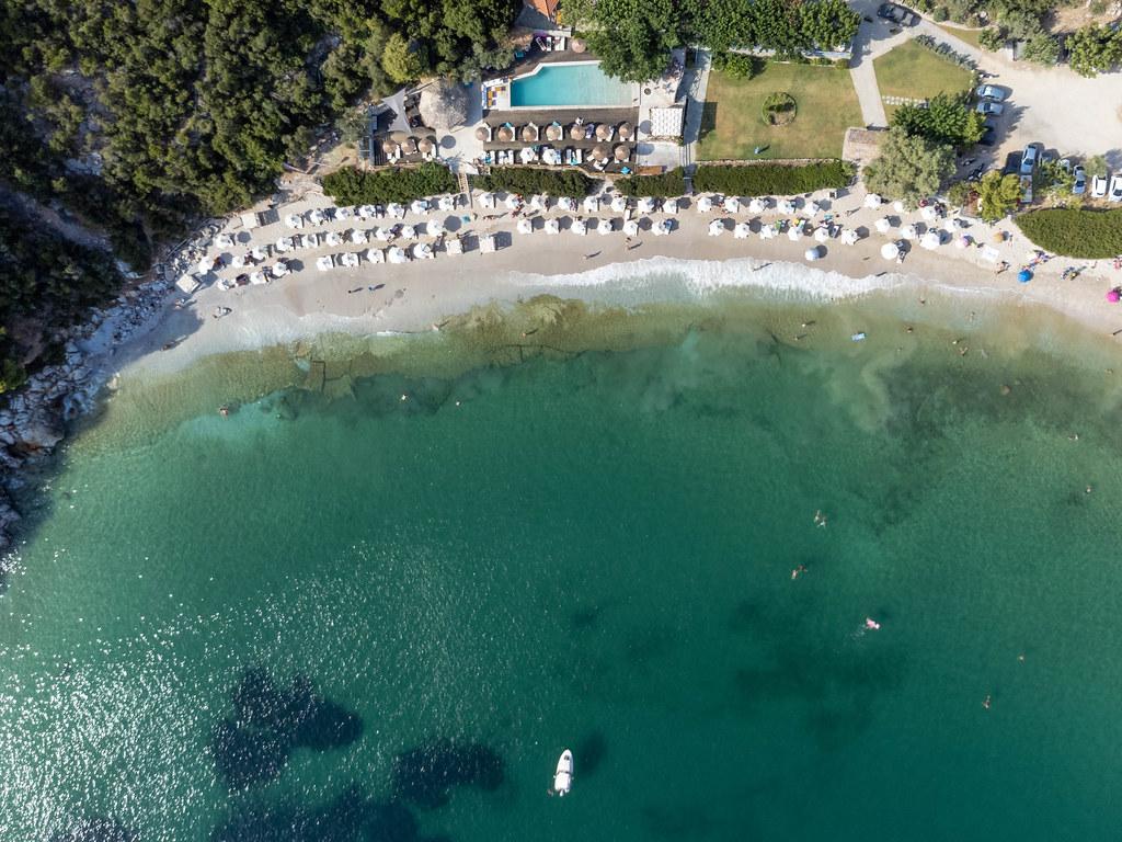Die atemberaubende Bucht von Limnonari an der Südküste von Skopelos. Draufsicht