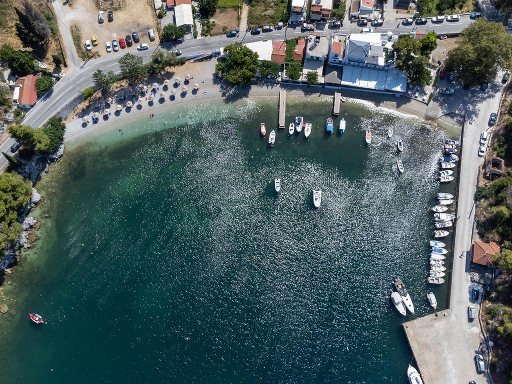 Die Bucht und Hafen Agnontas, Ausweichhafen für Fähren auf Skopelos